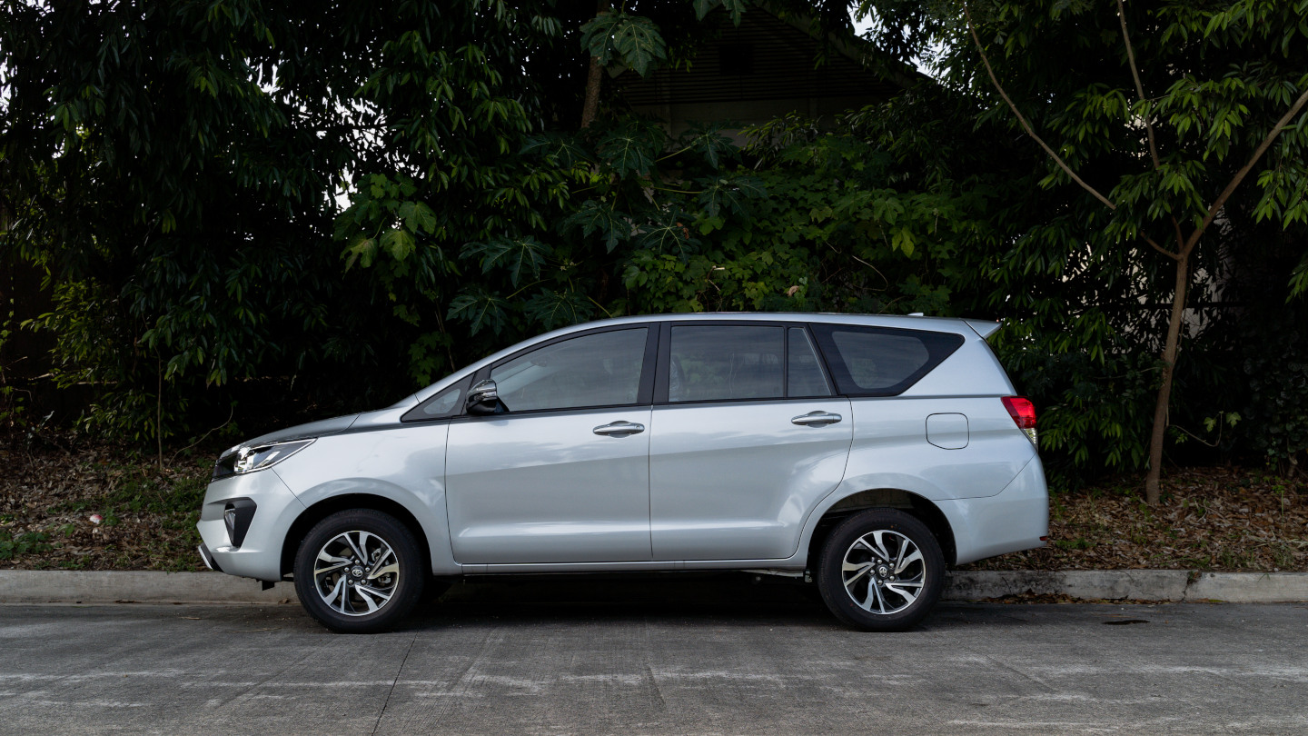 The 2021 Toyota Innova in Freedom White Profile