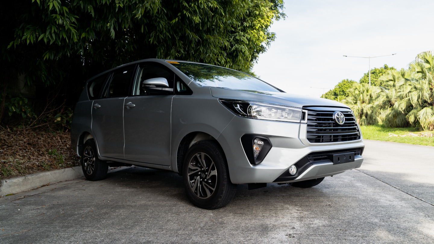 The 2021 Toyota Innova in Freedom White Alternative Front Angle