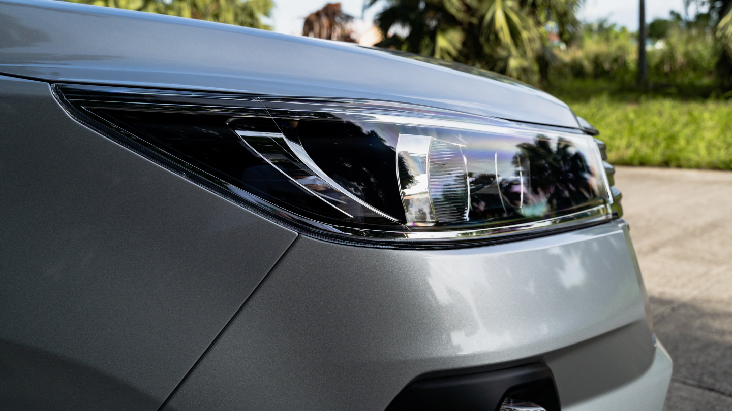 The 2021 Toyota Innova in Freedom White Head Light