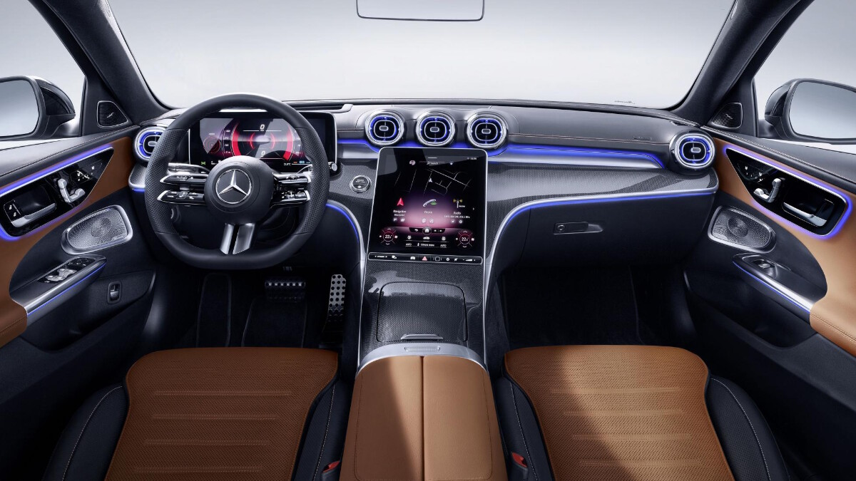 Mercedes-Benz C-Class Dashboard with brown details