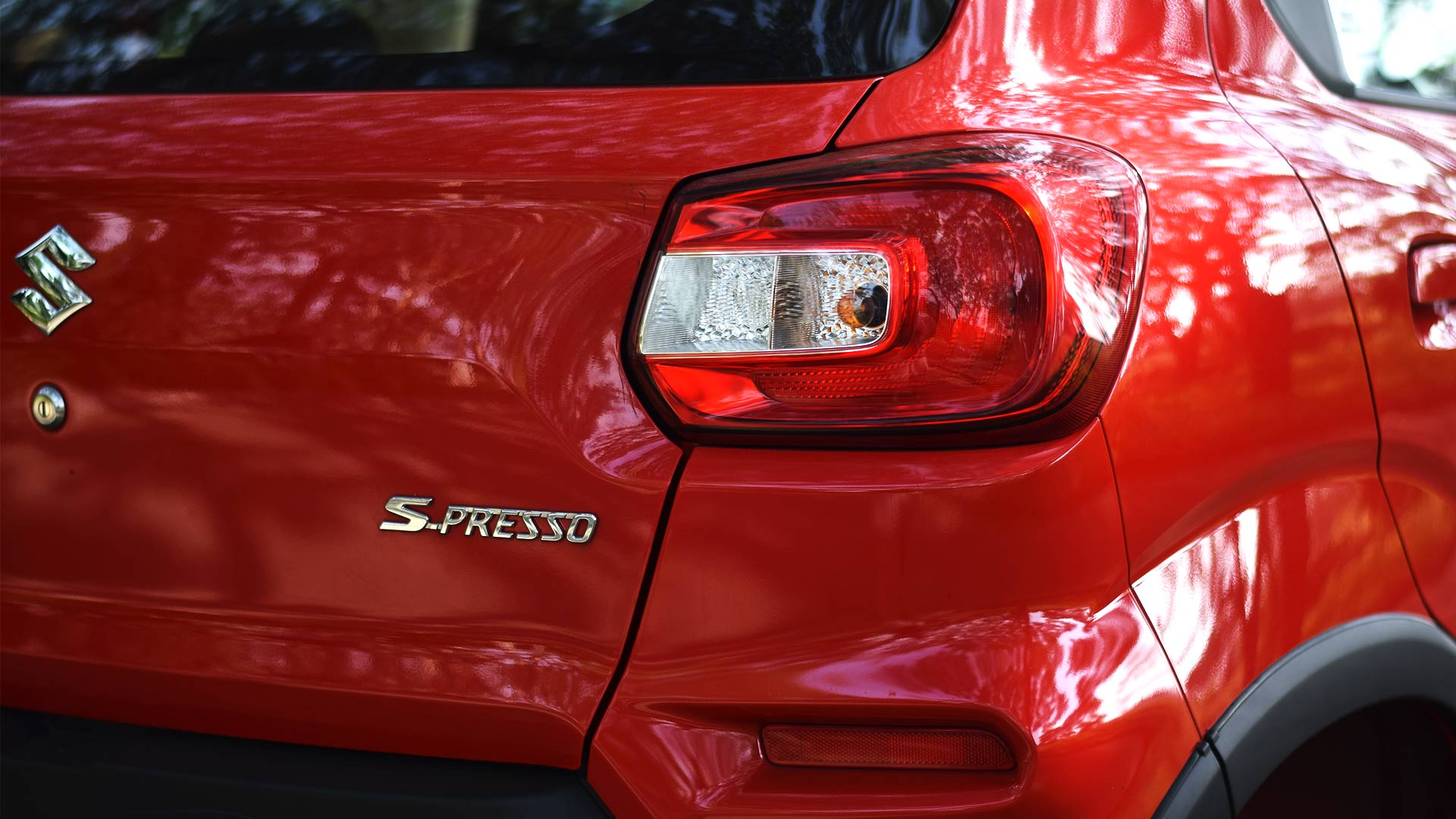 S-Presso Emblem and right tail light