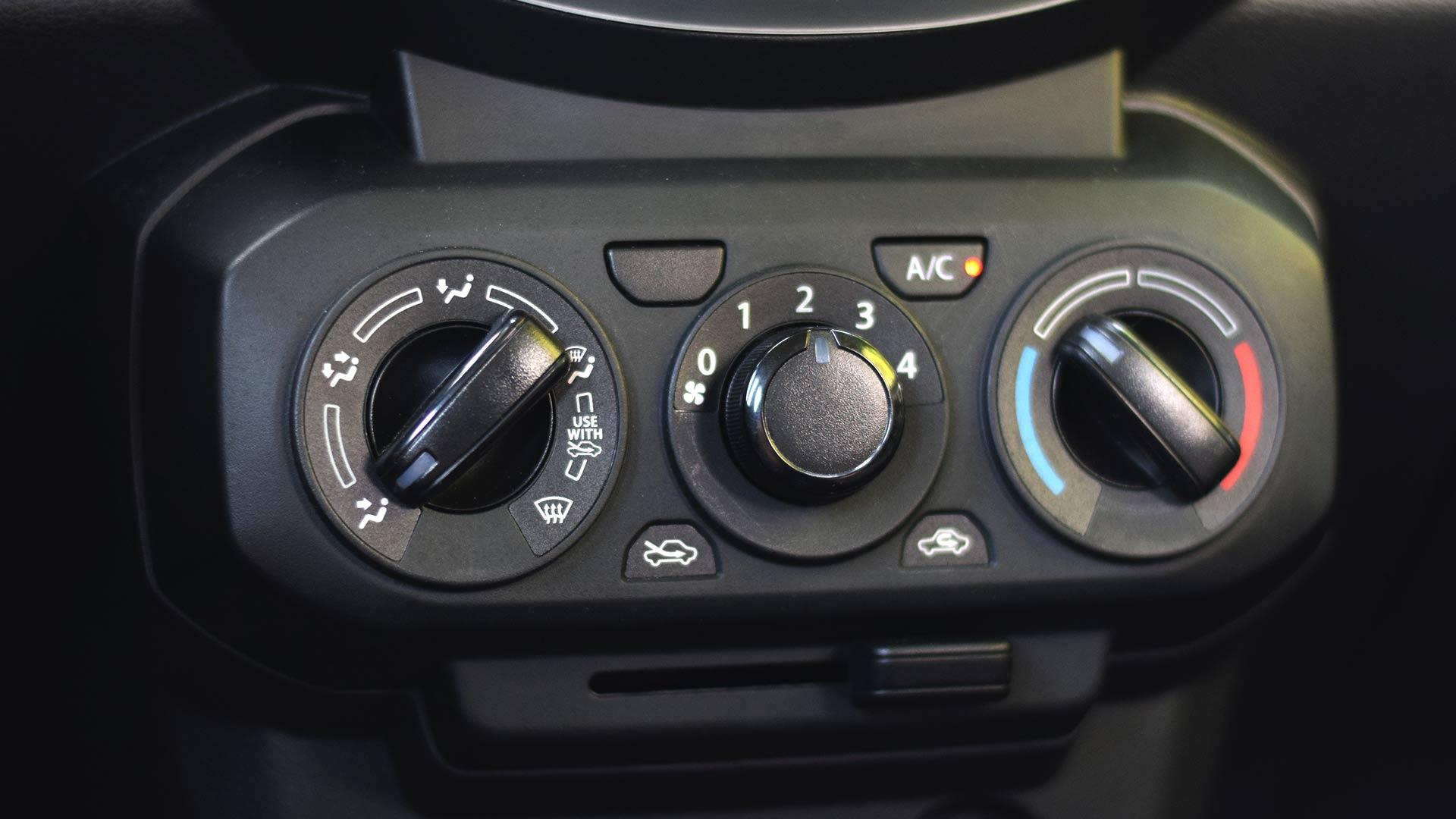 The Suzuki S-Presso airconditioning controls