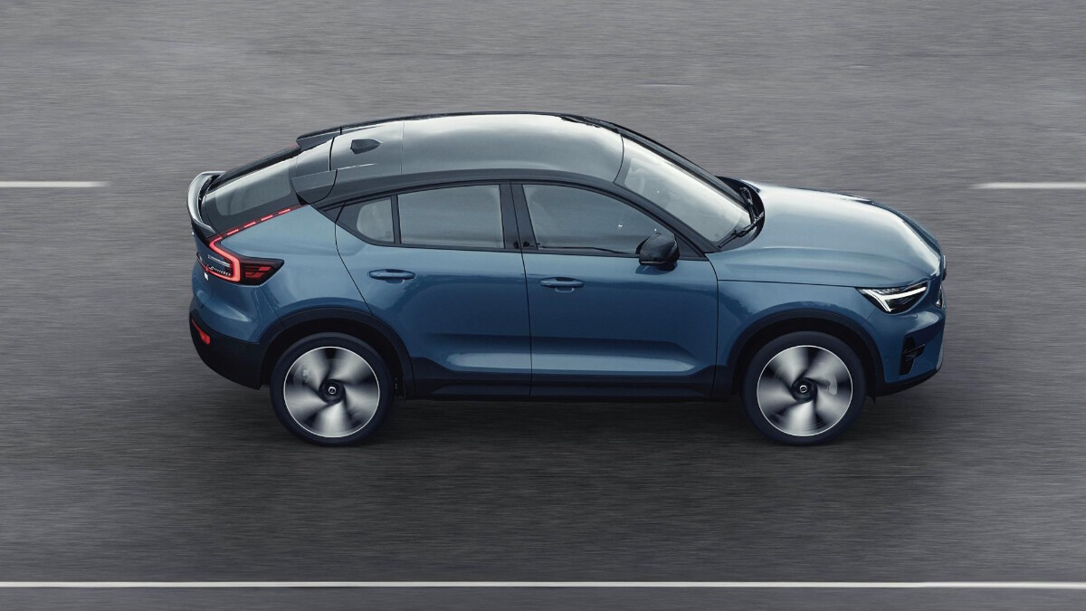 The Volvo C40 Recharge on the road