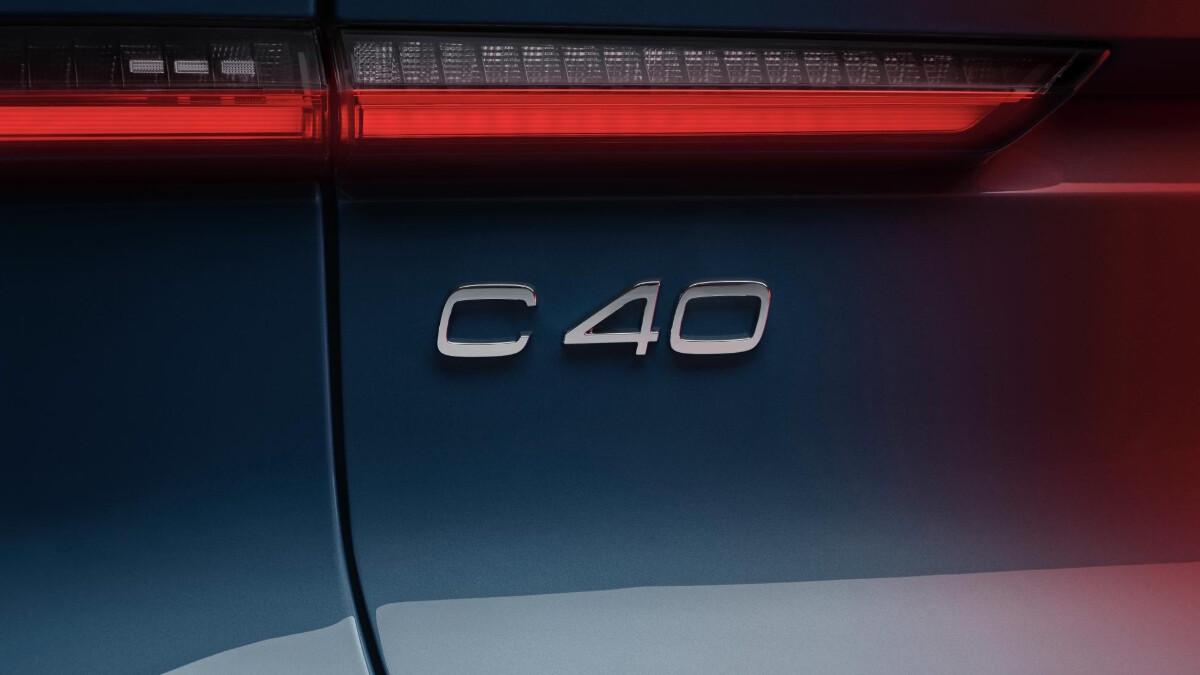 The Volvo C40 Recharge emblem