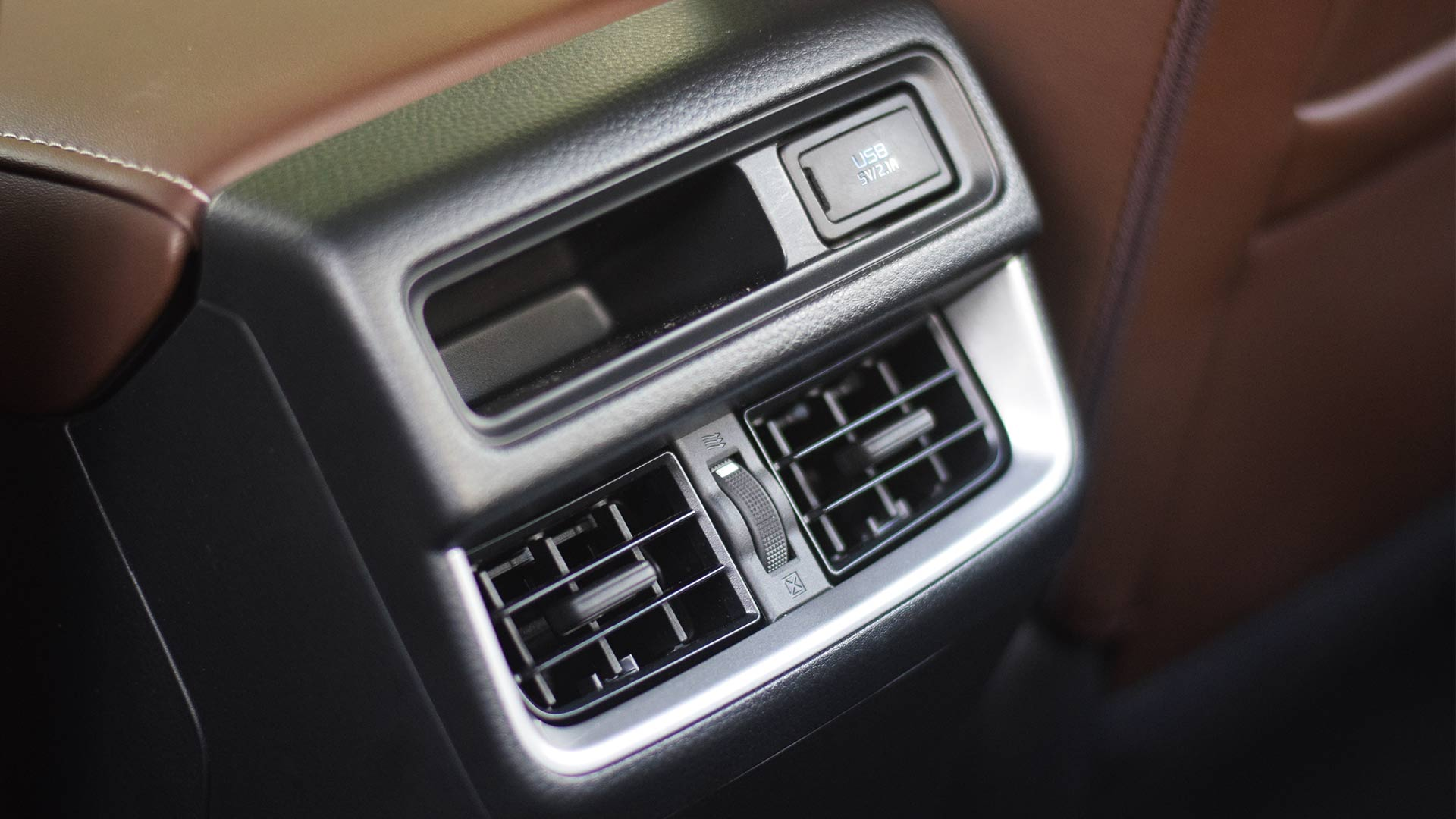 The 2021 Isuzu D-Max center console airconditioning vent