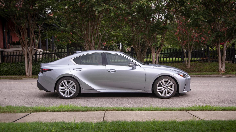 The Lexus IS300h profile