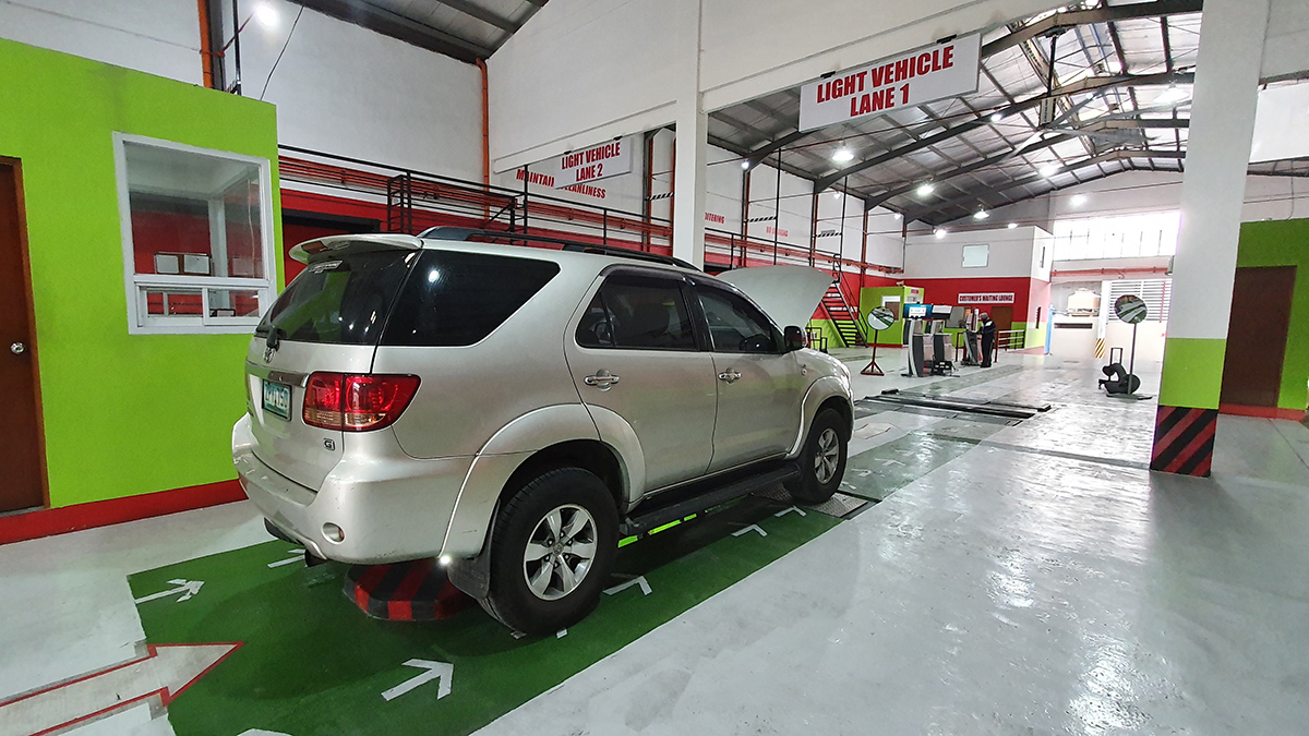 A 2009 Toyota Fortuner running through the MVIS test in a PMVIC