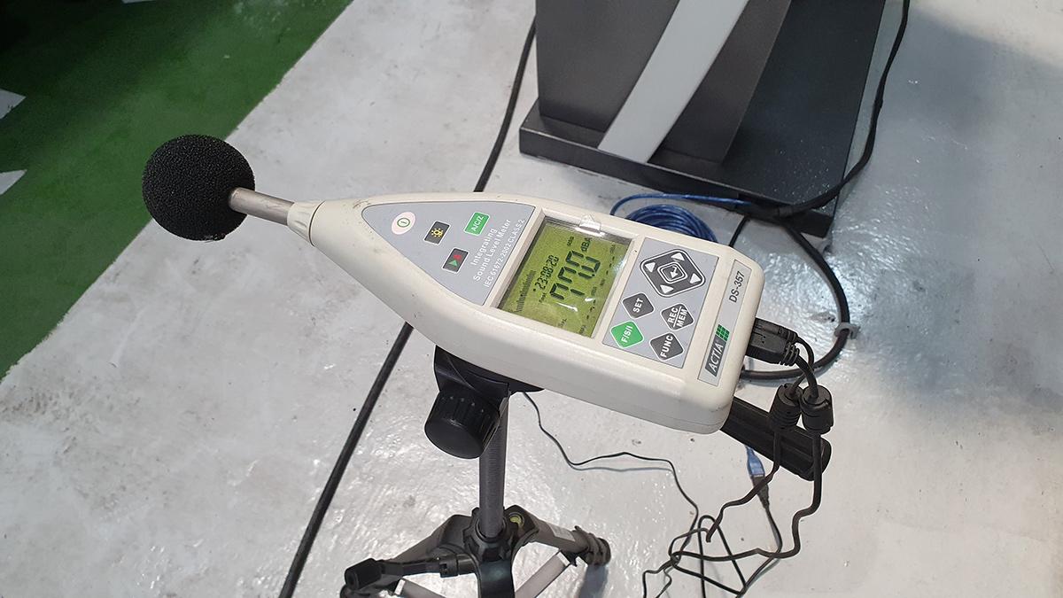 2009 Toyota Fortuner engine noise test