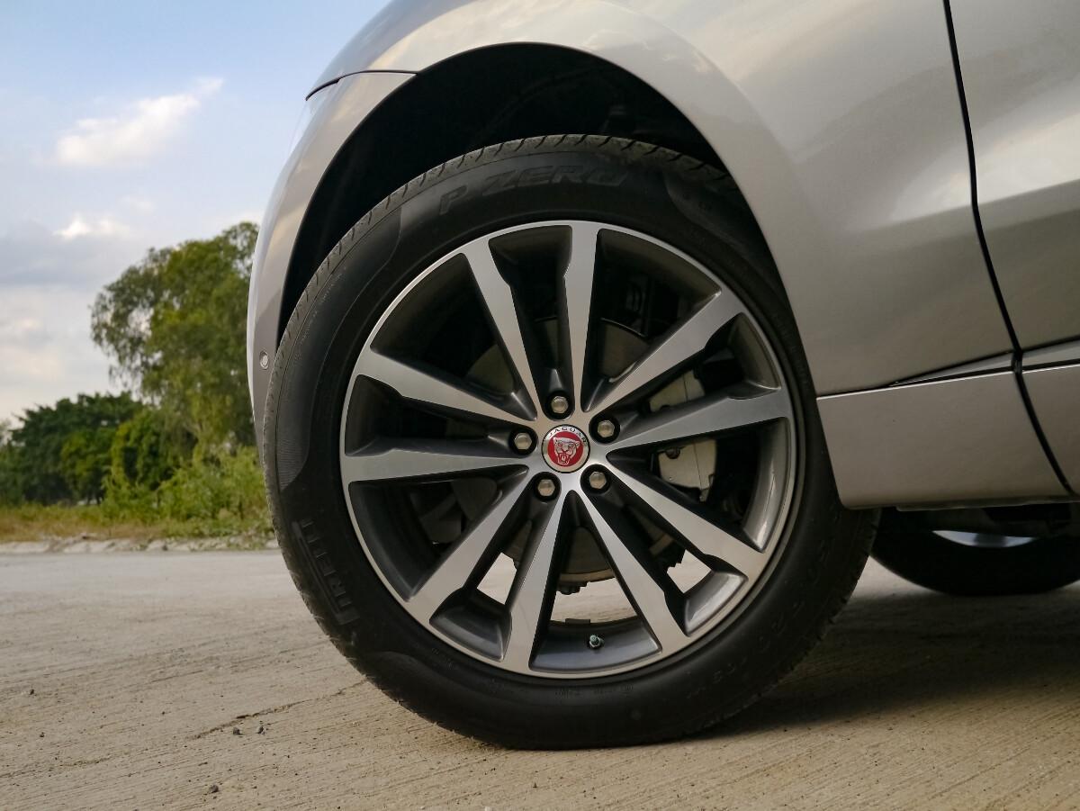 Jaguar F-Pace R-Sport Front Tire