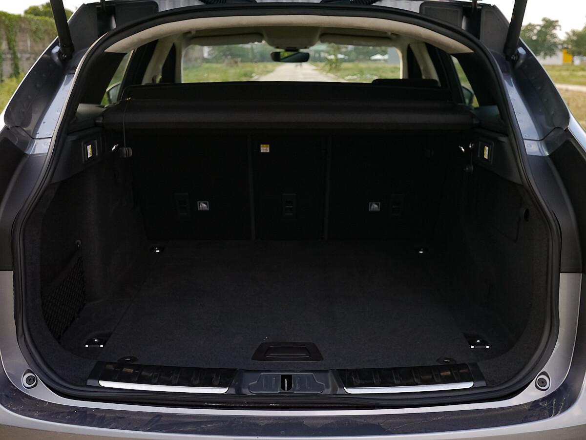 Jaguar F-Pace R-Sport Trunk