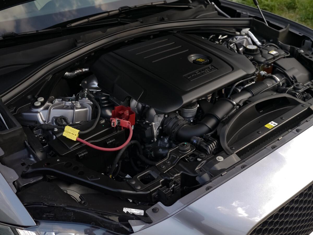 Jaguar F-Pace R-Sport Engine