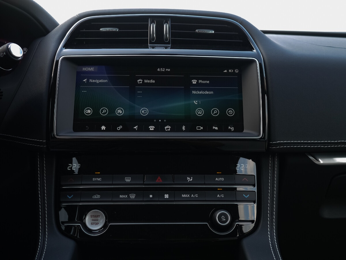 Jaguar F-Pace R-Sport Media and Airconditioning Controls
