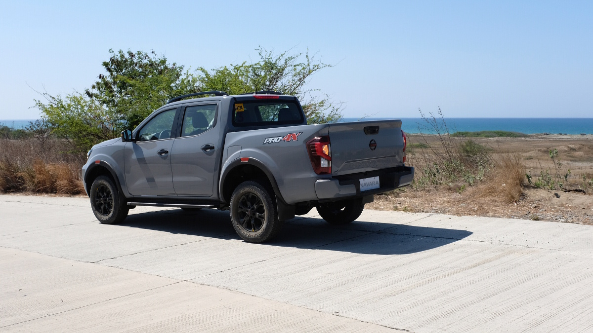 The 2021 Nissan Navara Rear Alternative view