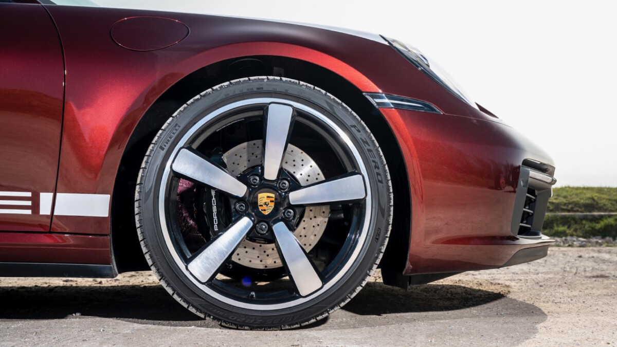 The Porsche 911 Targa 4S front wheel detail