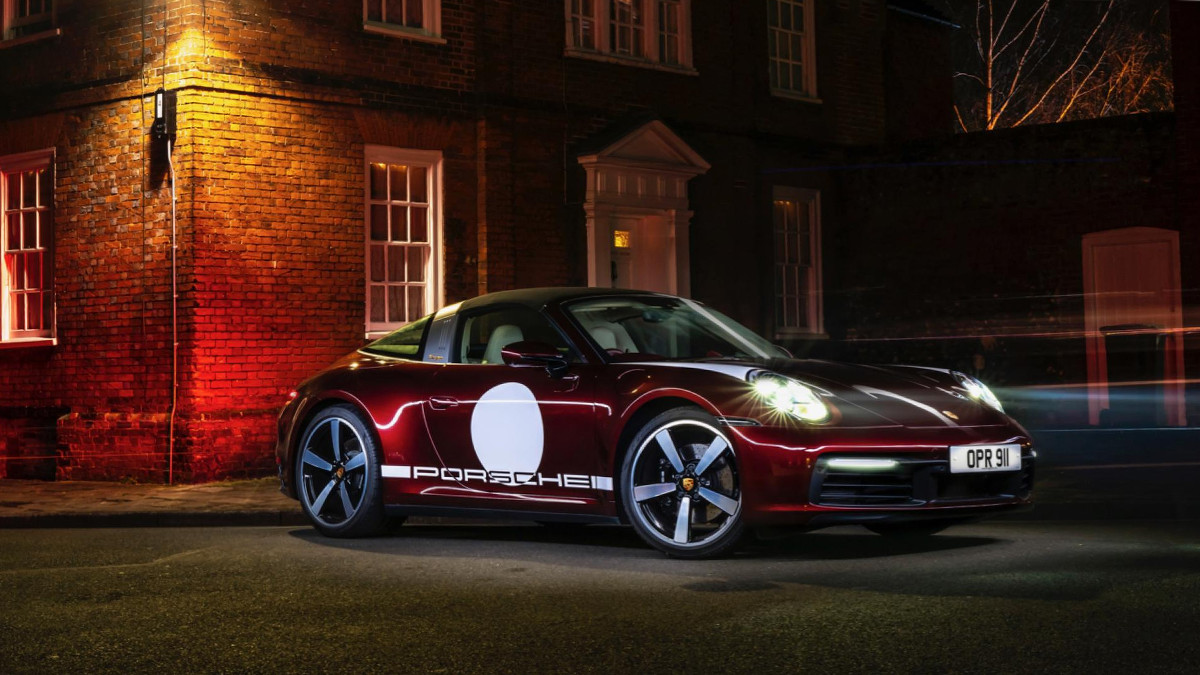 The Porsche 911 Targa 4S Parked at Night