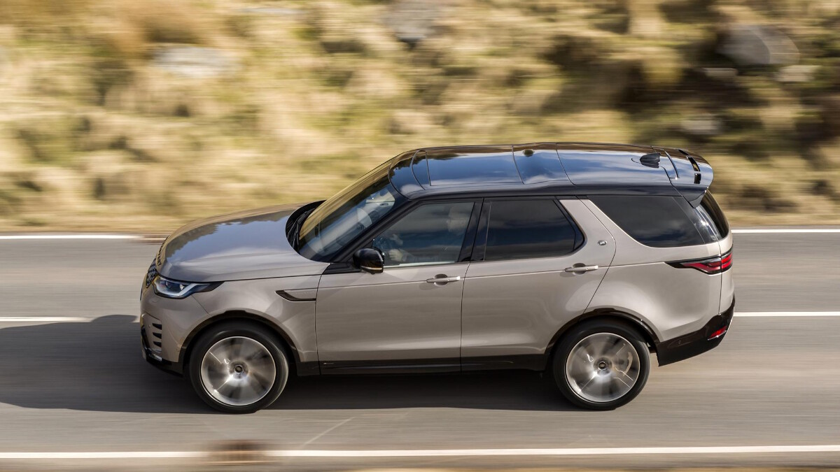 The Land Rover Discovery Angled Profile View