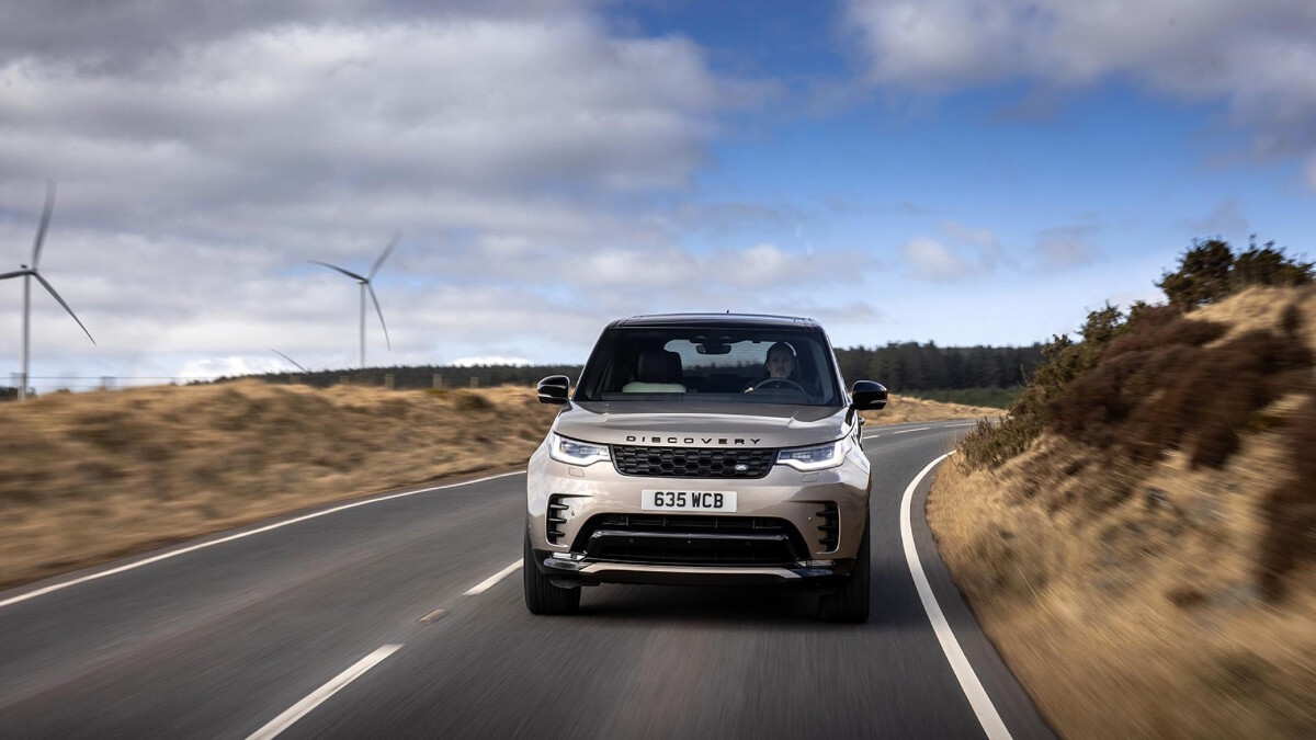 The Land Rover Discovery Front View, on the Road