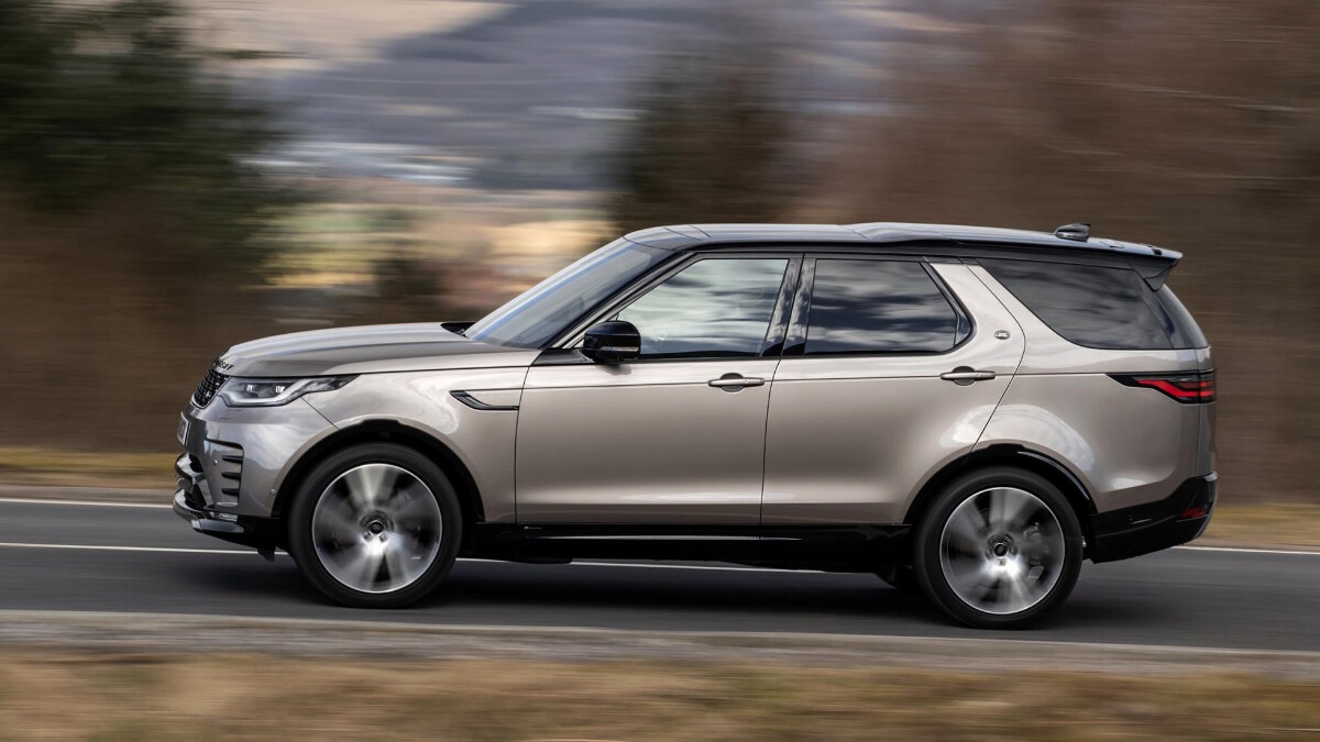 The Land Rover Discovery on the Road, Profile View