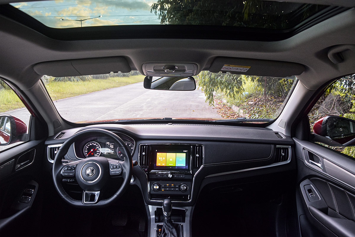 The MG RX5 Dashboard and Sun Roof