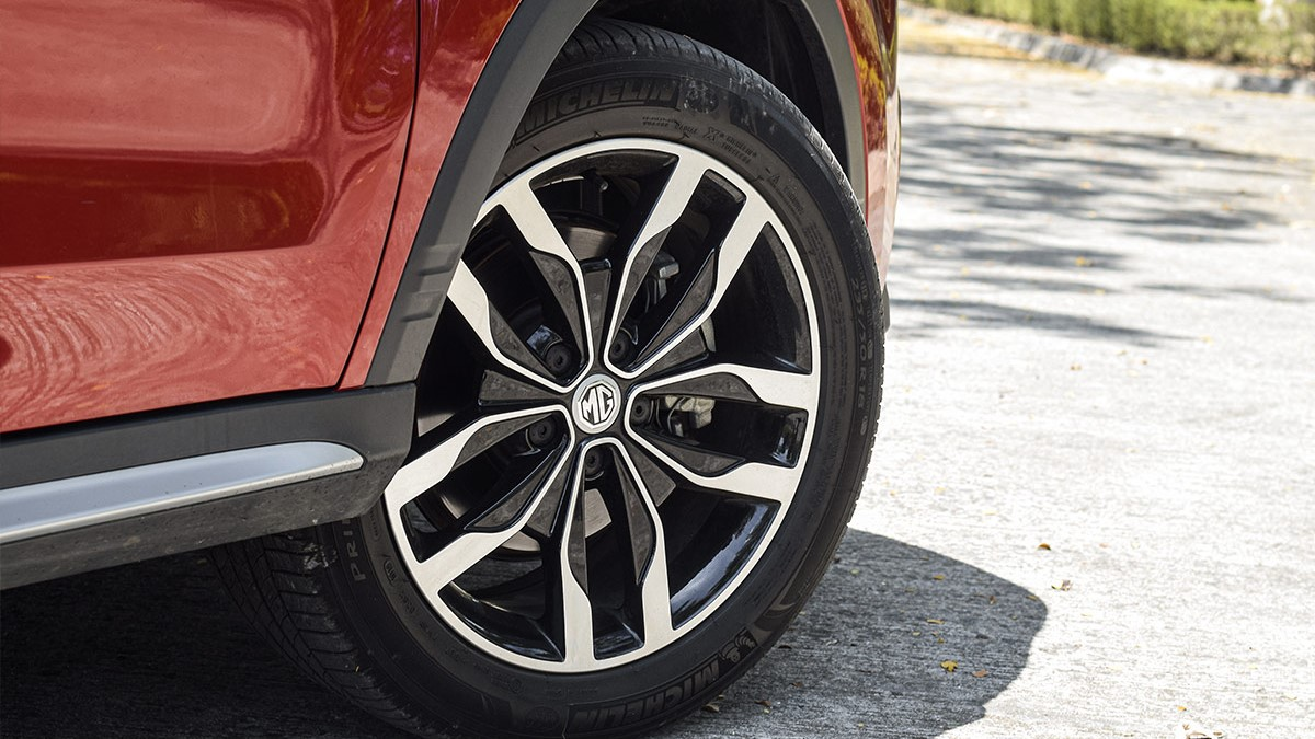 The MG RX5 Tire