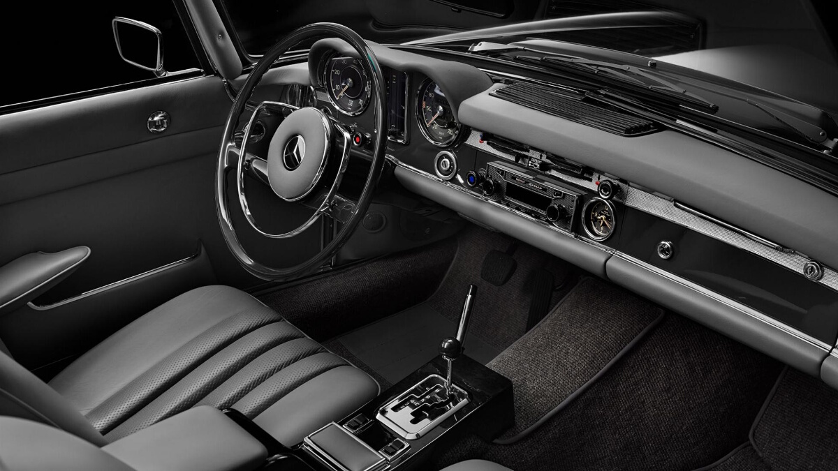 The Mercedes-Benz SL Dashboard