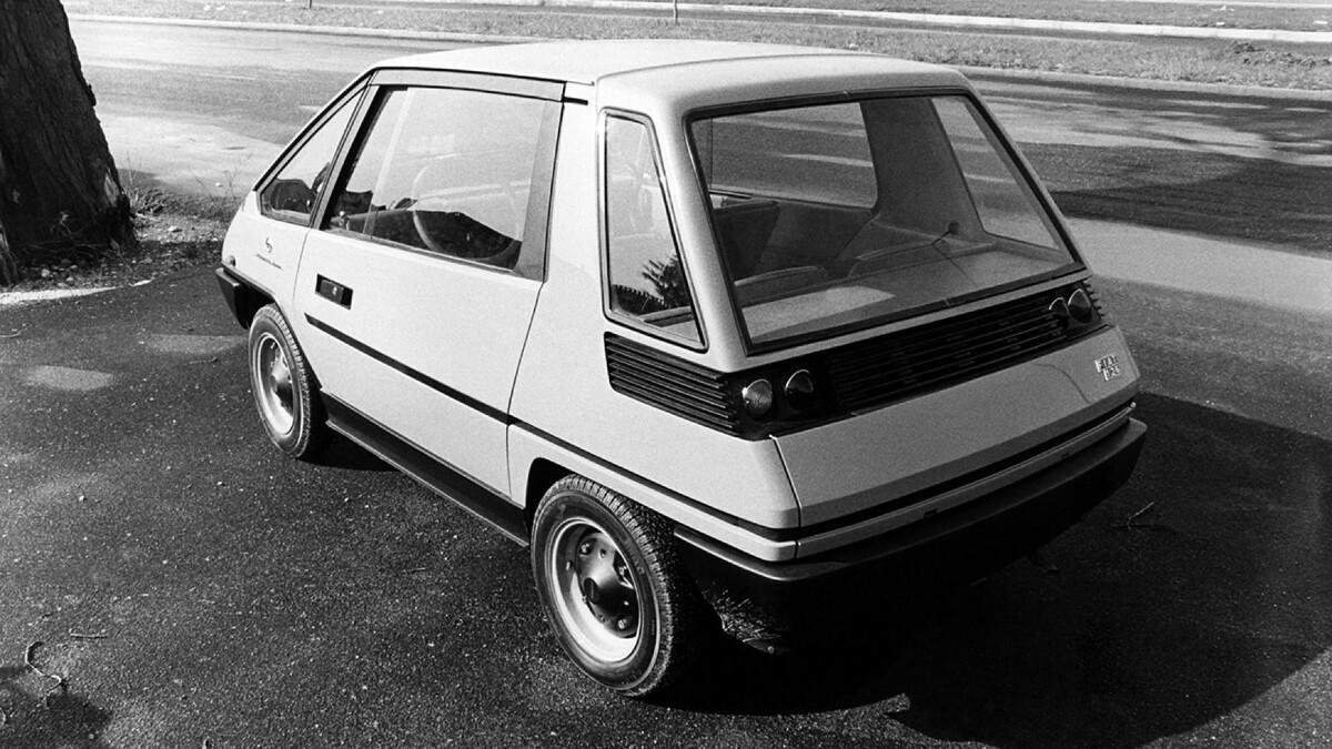 Fiat 126 Vettura Urbana Concept Angled Rear view