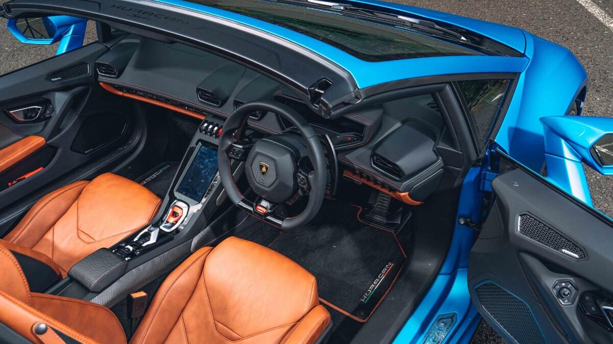 The Lamborghini Huracan Dashboard and Interior