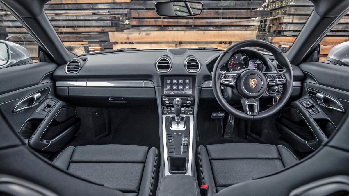 The Porsche 718 Cayman Dashboard