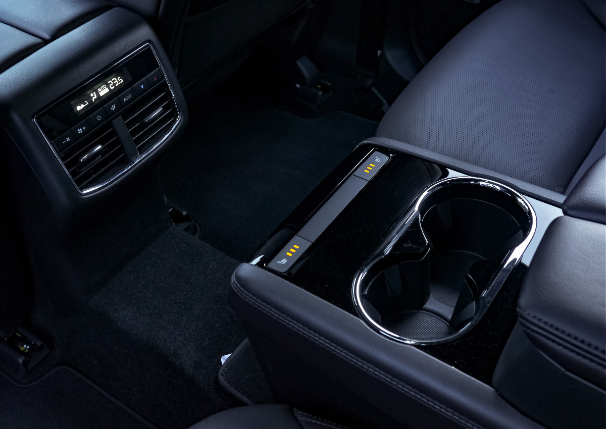 The Mazda CX-8 AWD Exclusive Central Console in the Rear Passenger Seats