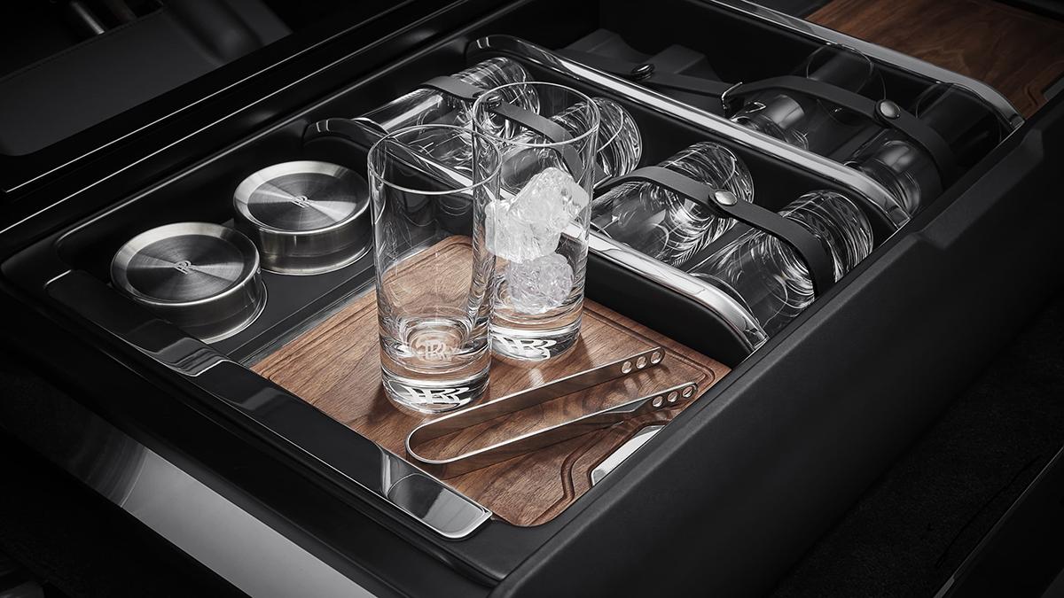 The Rolls-Royce Cullinan Recreation Module - Mobile Bar Use Case