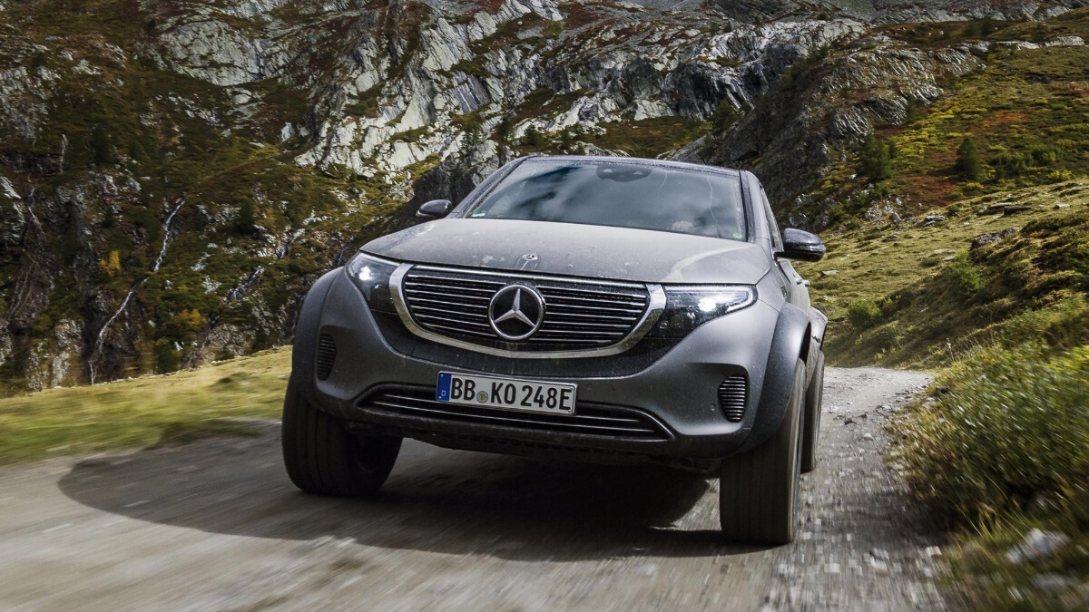 The Mercedes-Benz EQC 4x4 Front View