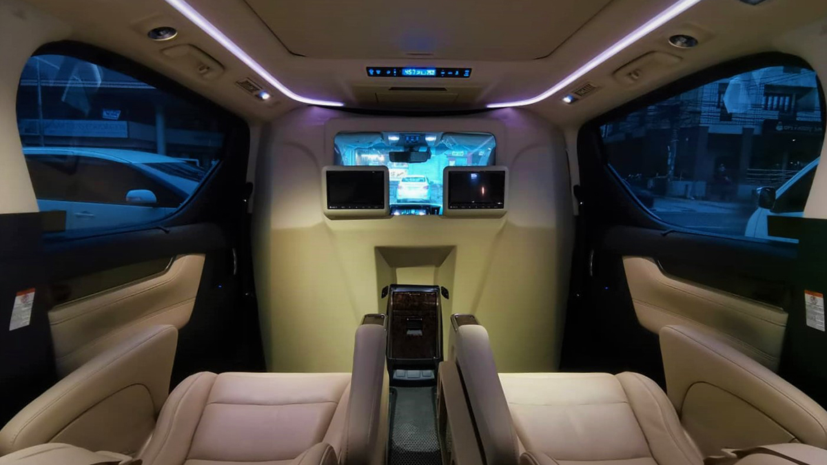 Atoy Cusoms' partition wall on the Toyota Alphard