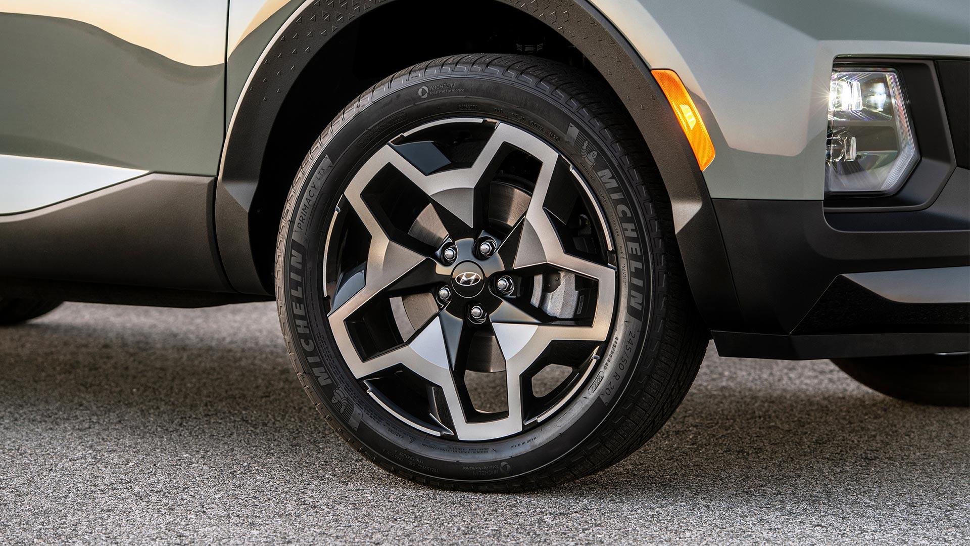 Hyundai Santa Cruz Front Tire