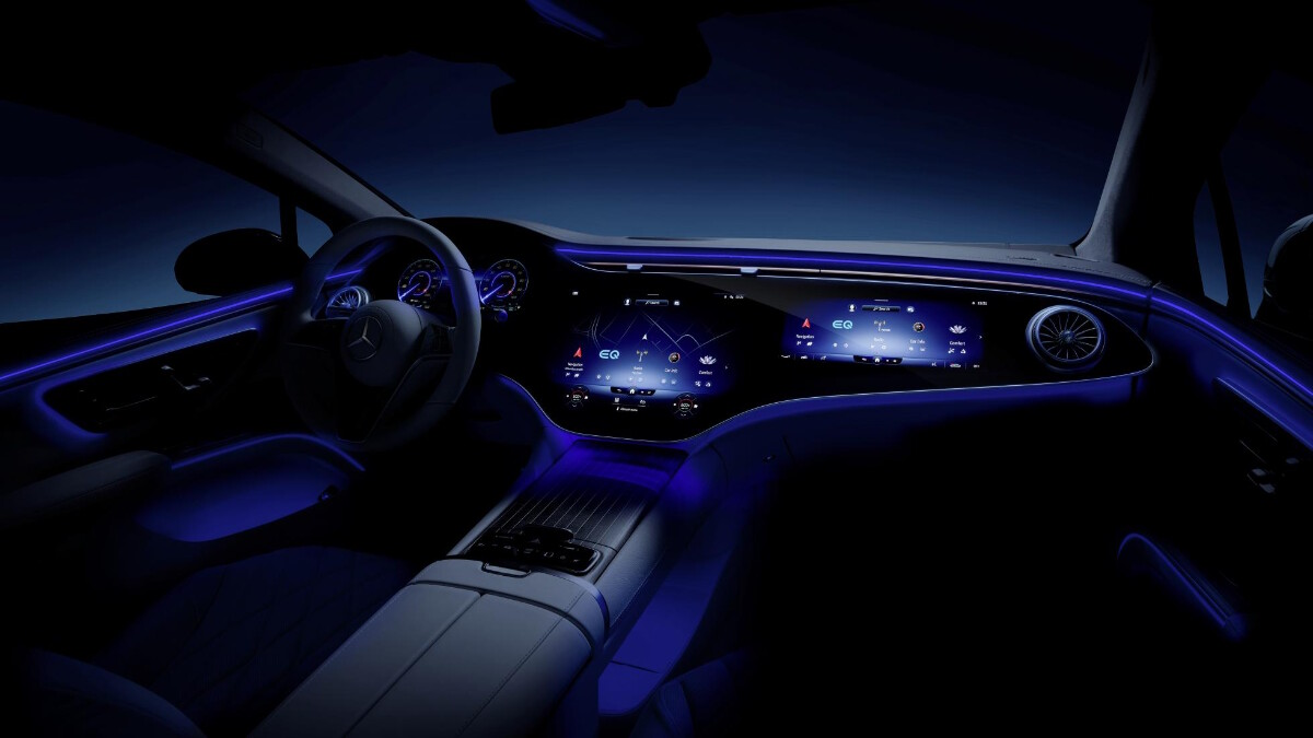 The Mercedes-Benz EQS Dashboard in the Dark