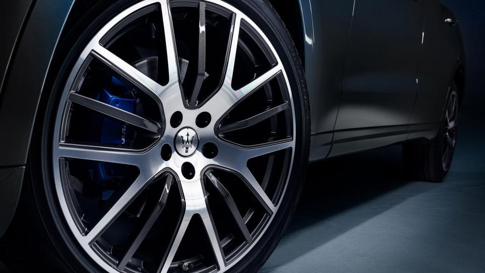 The Maserati Levante Hybrid Tires