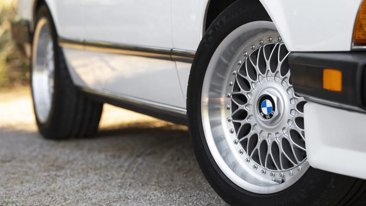 The 1984 BMW 633CSi Right Side Tires