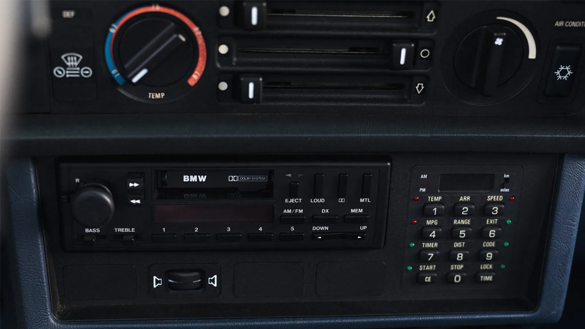 The 1984 BMW 633CSi Airconditioning Controls and Entertainment System