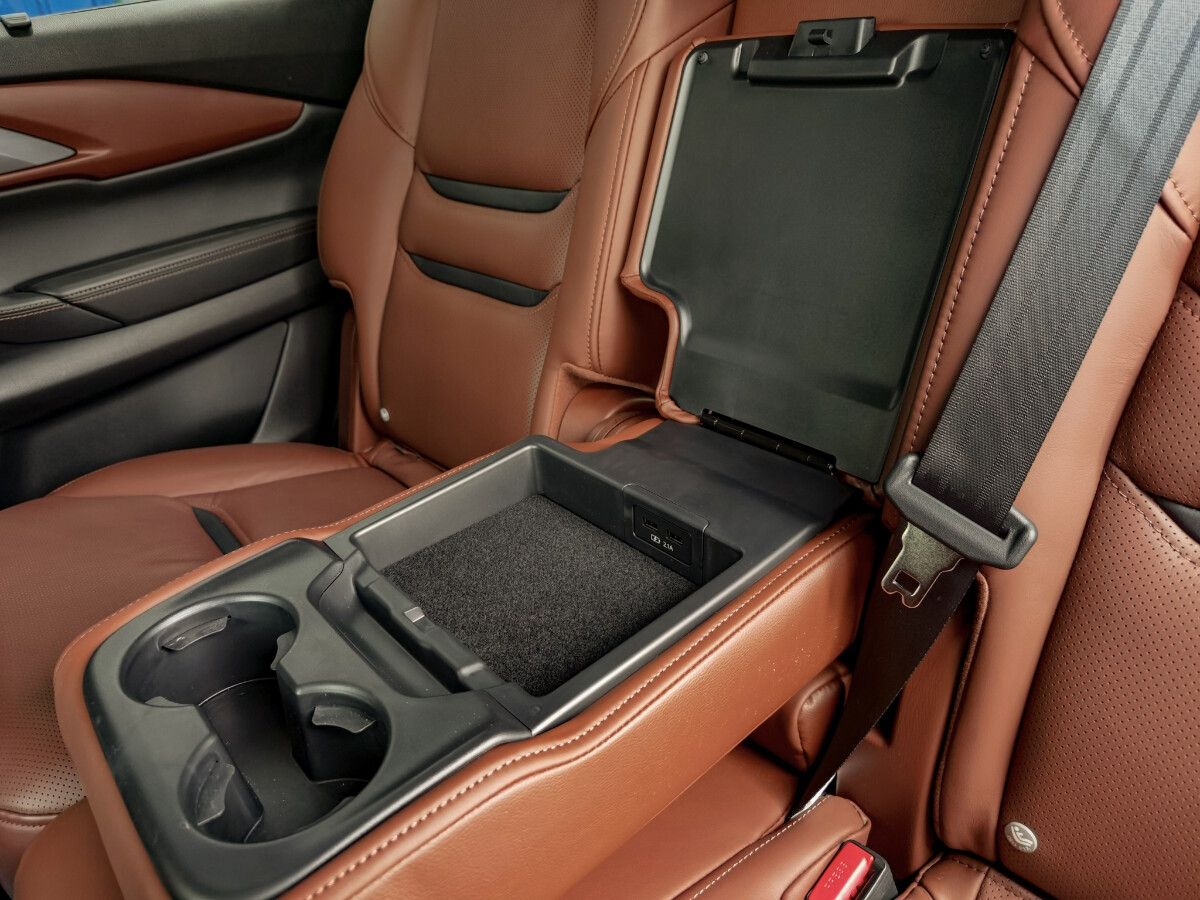 The 2021 Mazda CX-9 AWD Signature - Passenger Center Console with Cup Holders