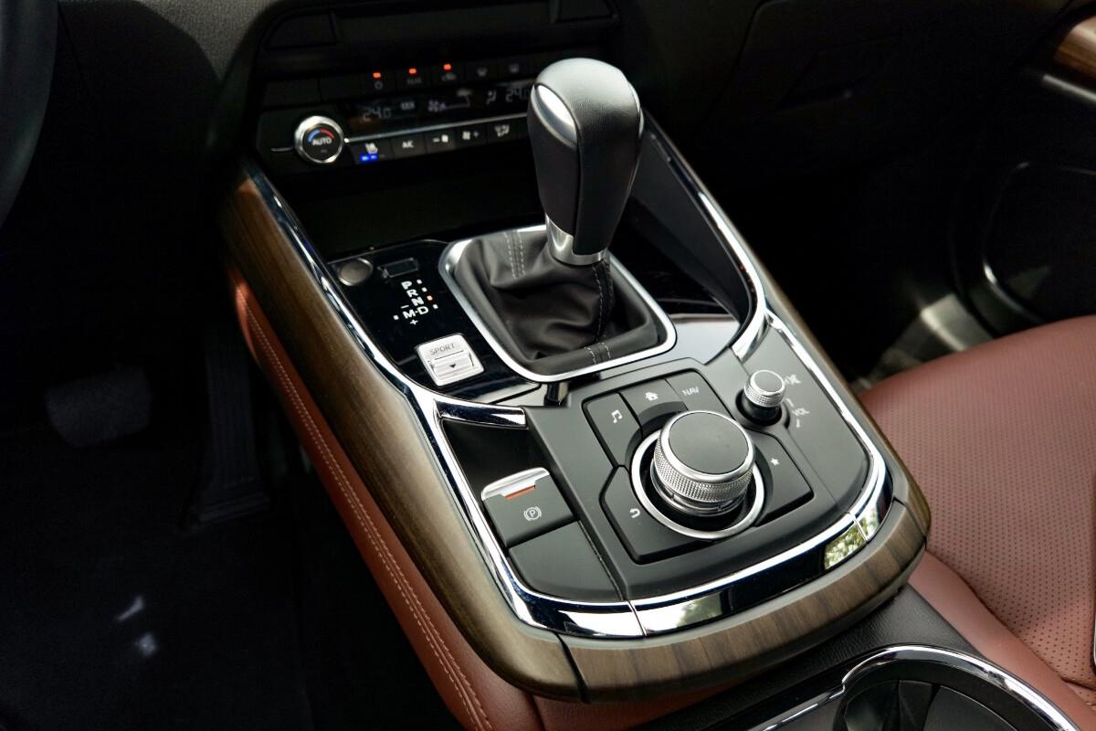 The 2021 Mazda CX-9 AWD Signature - Center Console