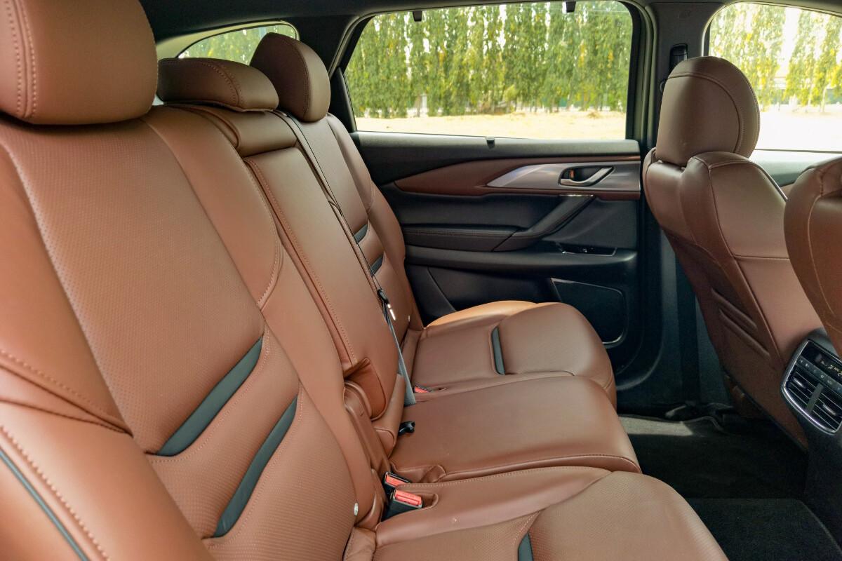 The 2021 Mazda CX-9 AWD Signature - Middle Passenger Seats