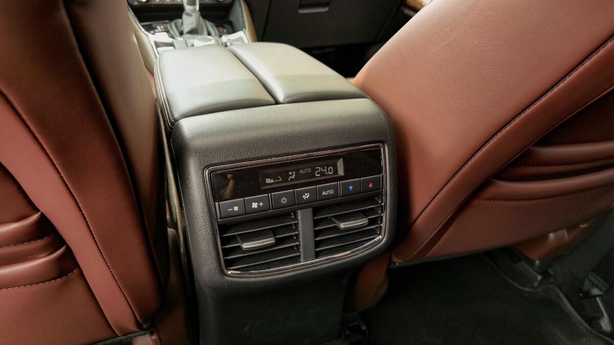The 2021 Mazda CX-9 AWD Signature - Rear Passenger Airconditioning Controls