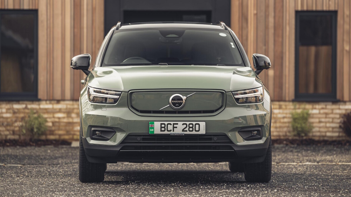 Front view of the Volvo XC40 P8 Recharge