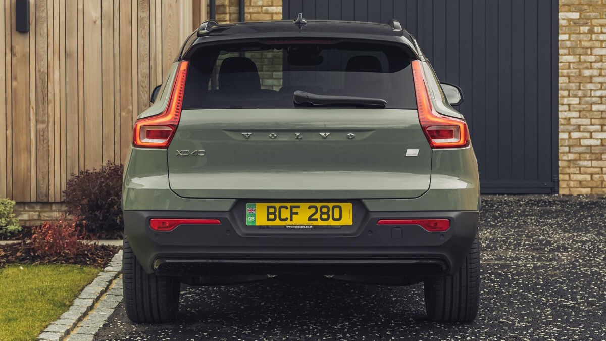 Rear view of the Volvo XC40 P8 Recharge