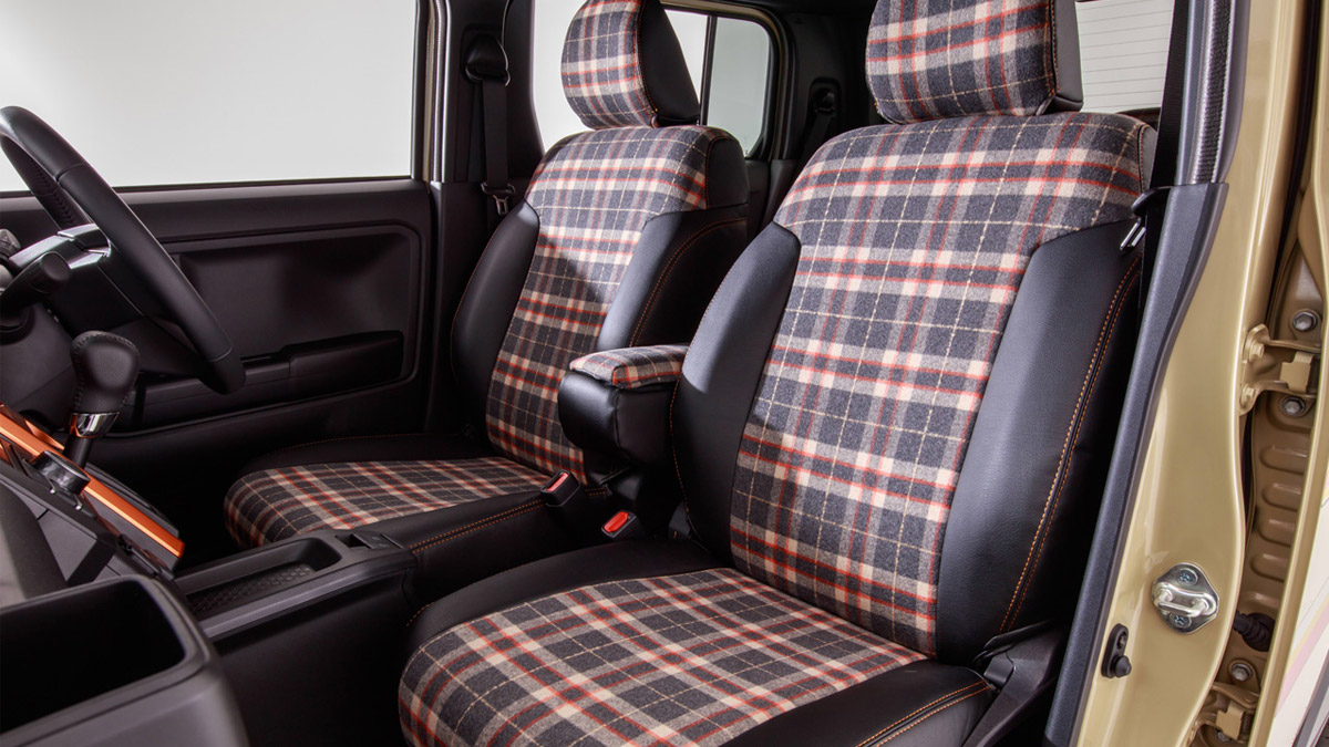 The Daihatsu Taft redesigned as a Land Rover Defender - Front Passenger Seats