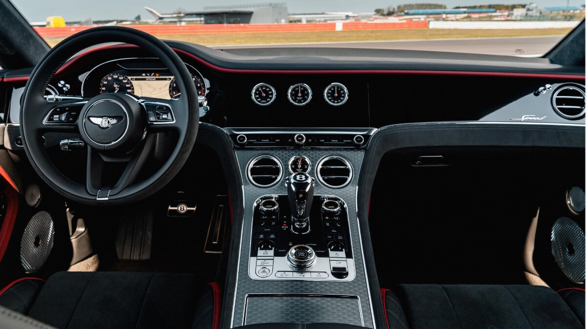 Steering Wheel and dashboard of the Bentley Continental GT Speed
