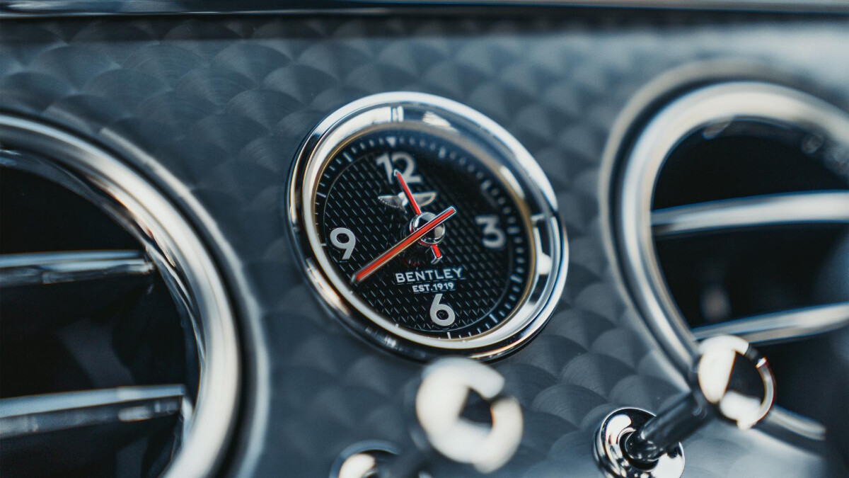 The clock found at the center of the Bentley Continental GT Speed dashboard