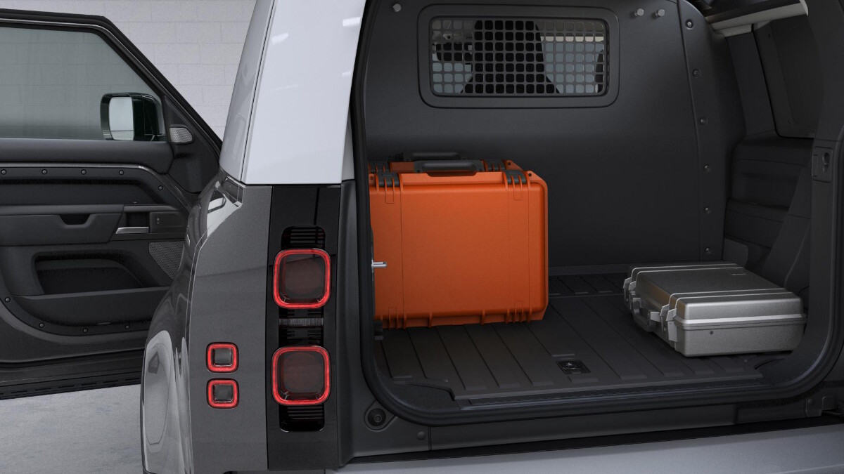 Storage use-case for the Land Rover Defender Hard Top