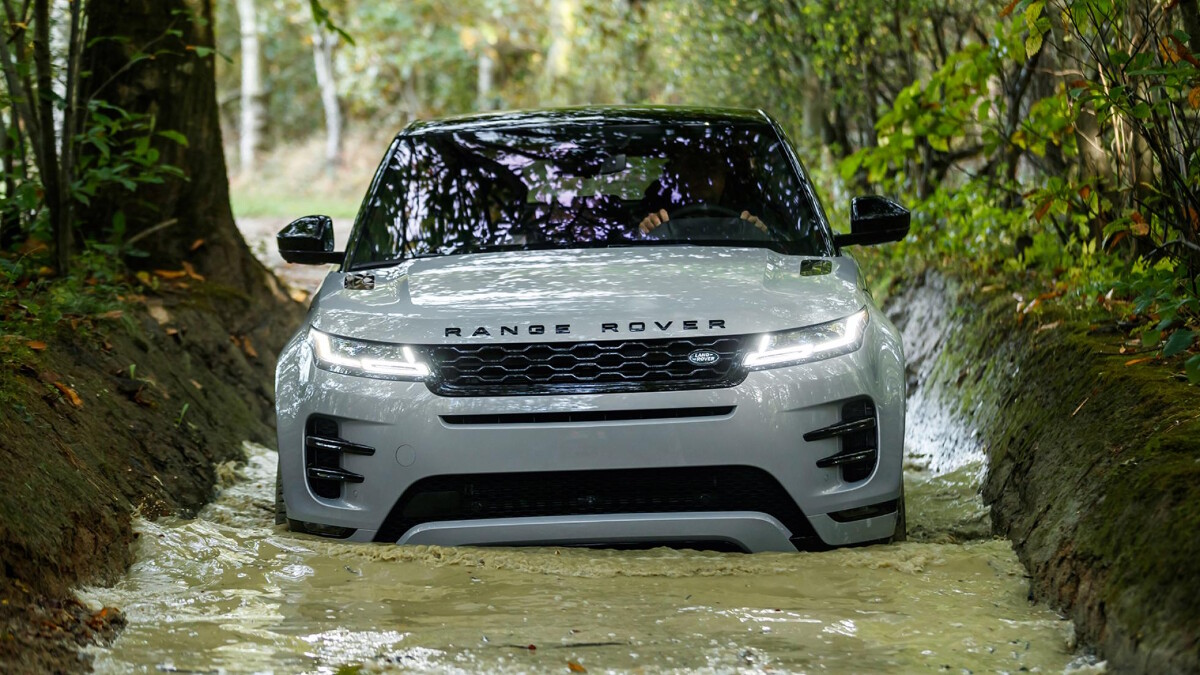 The Range Rover Evoque being driven on water simulating rough terrain or flood.