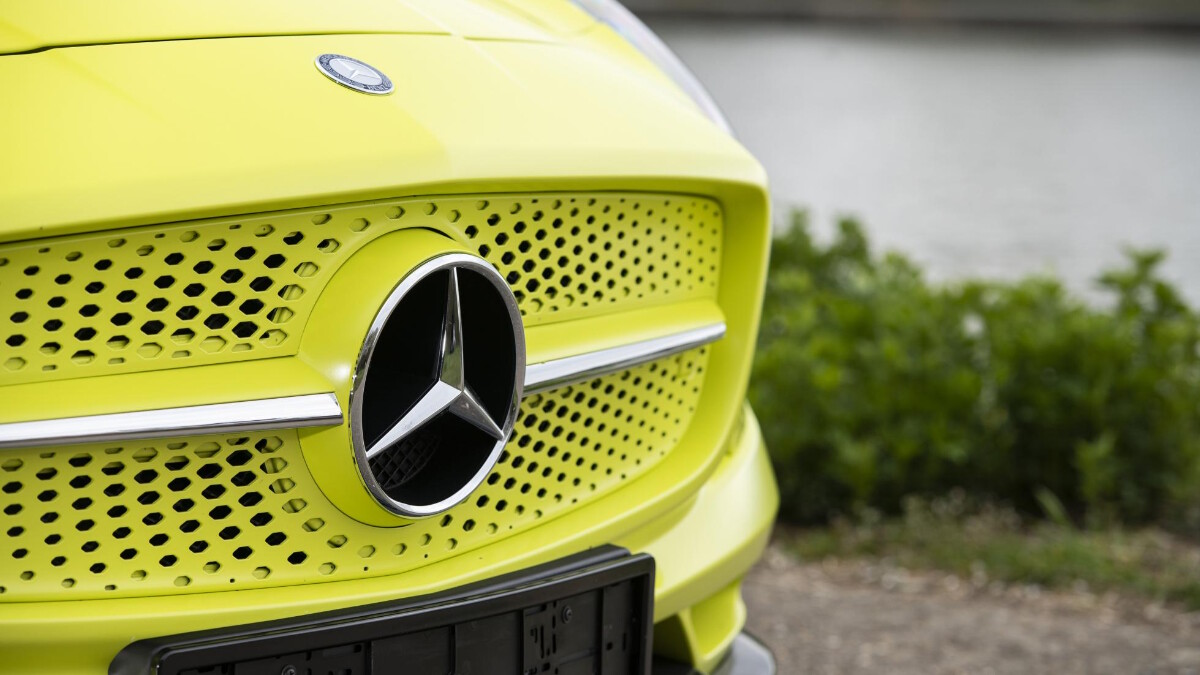 The front grille and Mercedes-Benz emblem of the SLS AMG Electric Drive