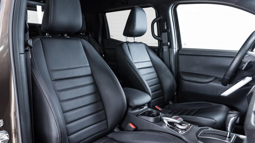 Front passenger seats of the Mercedes-Benz X-Class Pickup truck